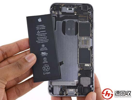 、连接各种排线-苹果手机换电池的步骤 手机回收网